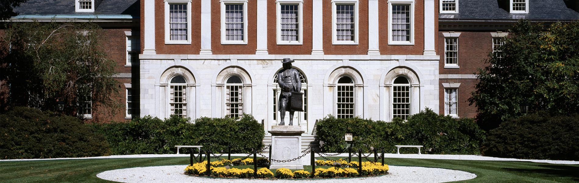 Facade of Pennsylvania Hospital with statue of Benjamin Franklin in foreground
