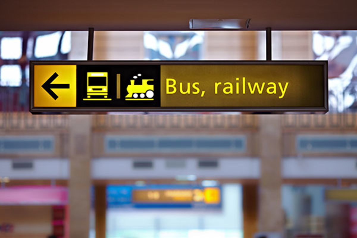Sign sayin 'Bus, railway'