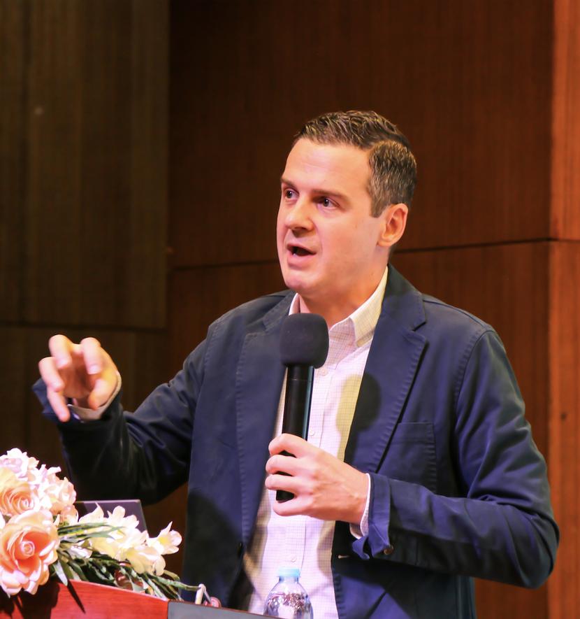 Photo of Chris Marcinkoski lecturing