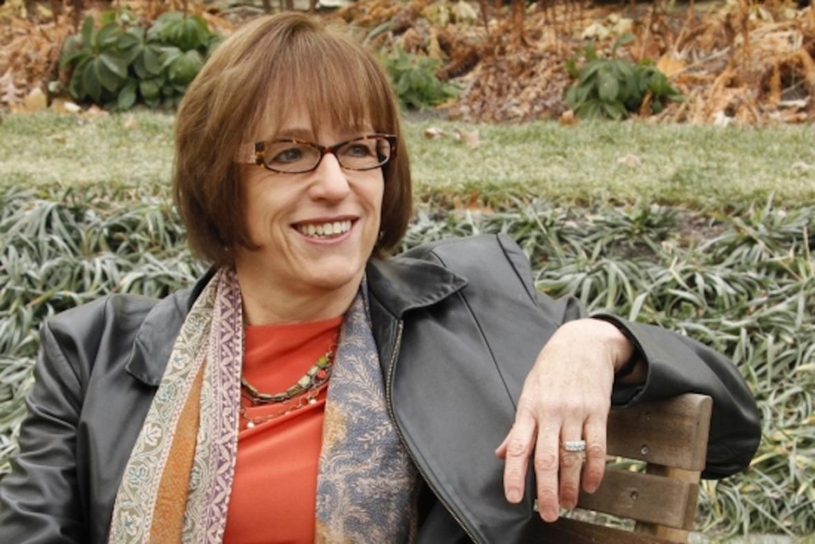 Headshot of Cindy Sanders
