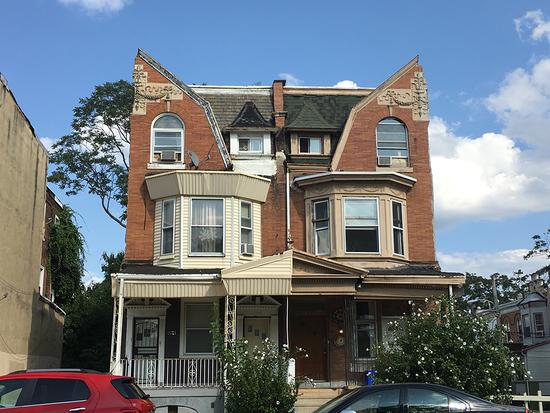 Philadelphia twin rowhouses that have had neighboring houses demolished