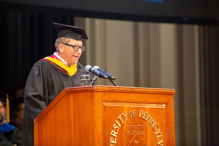 Stuart Weitzman giving the 2019 Commencement Address